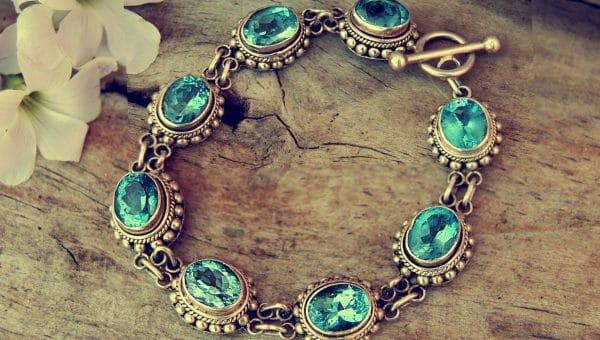 Comment porter les bijoux anciens ?